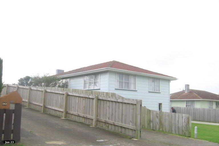 Photo of property in 28 Beauzami Crescent, Ascot Park, Porirua, 5024