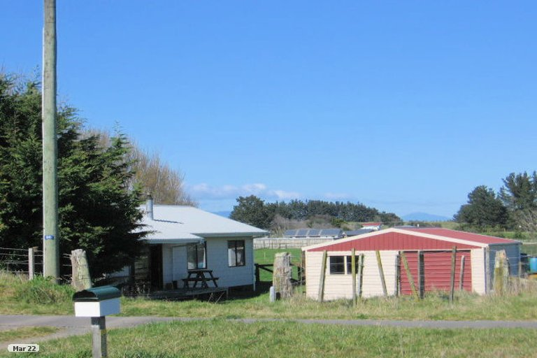 Photo of property in 94 Avenue Road, Foxton, 4891