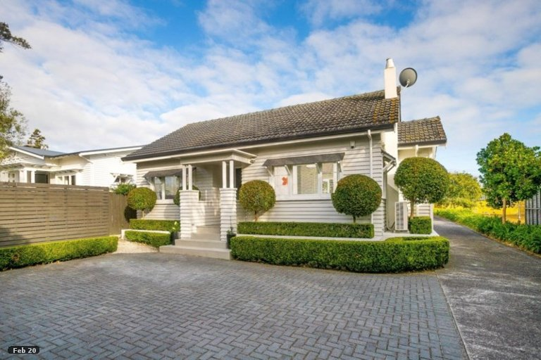Photo of property in 1/227 Meola Road, Point Chevalier, Auckland, 1022