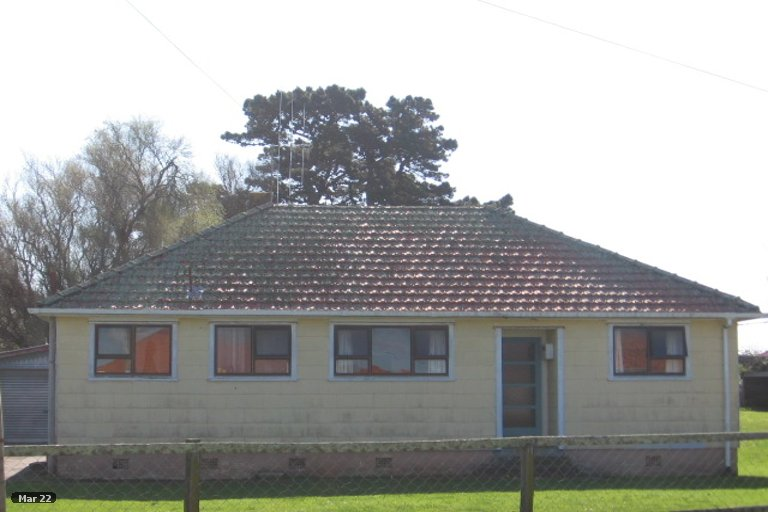Photo of property in 11 Churchill Crescent, Foxton, 4814
