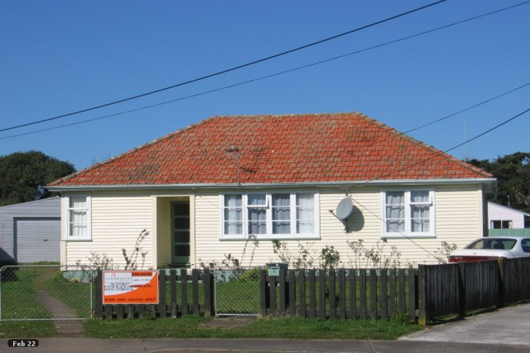Photo of property in 12 Churchill Crescent, Foxton, 4814
