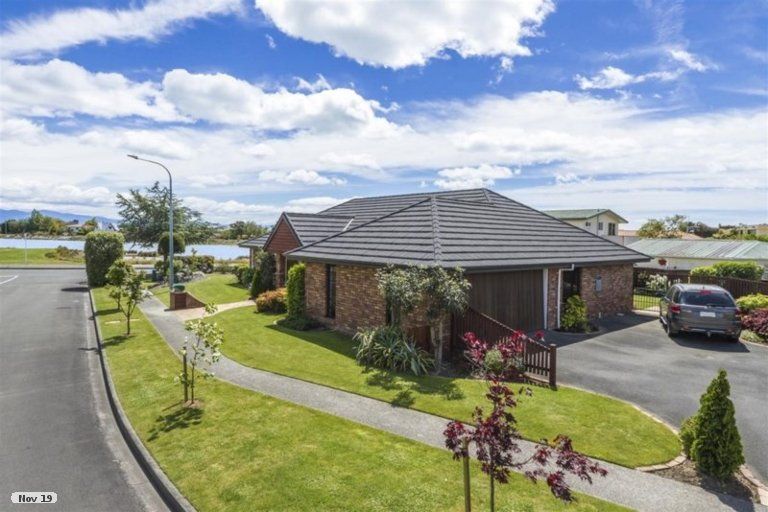 Photo of property in 1 Hoult Crescent, Monaco, Nelson, 7011