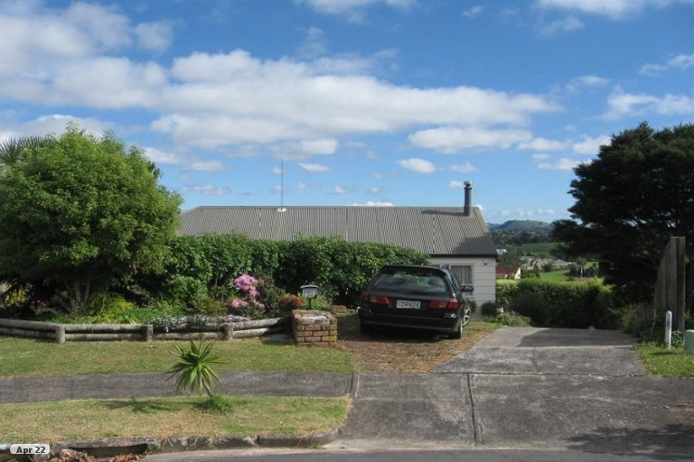 Property photo for 13 Acland Place, Botany Downs, Auckland, 2010