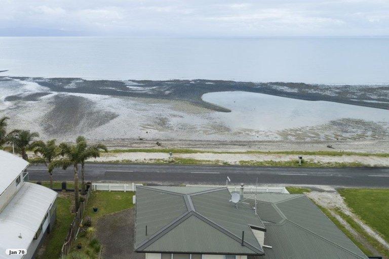 Photo of property in 887 East Coast Road, Kaiaua, Miranda, 2473
