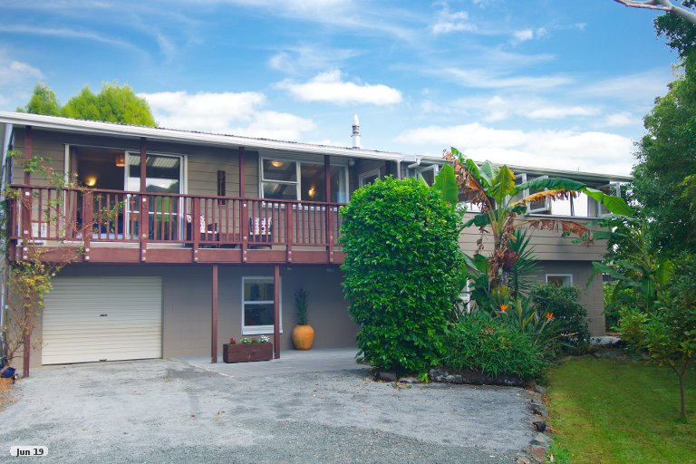 Photo of property in 33 Point Wells Road, Point Wells, 0986