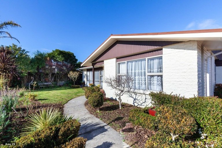 Photo of property in 6 Evelyn Place, Welbourn, New Plymouth, 4310