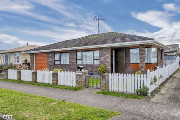 Photo of property in 15 Cook Street, Foxton, 4814