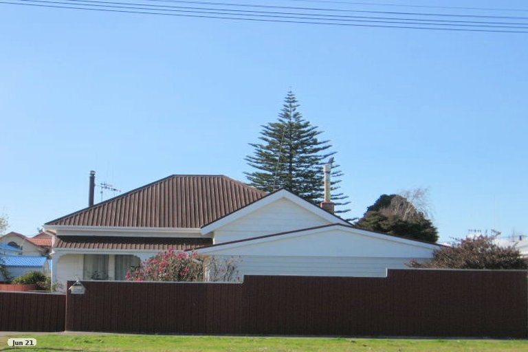 Photo of property in 19 Avenue Road, Foxton, 4814