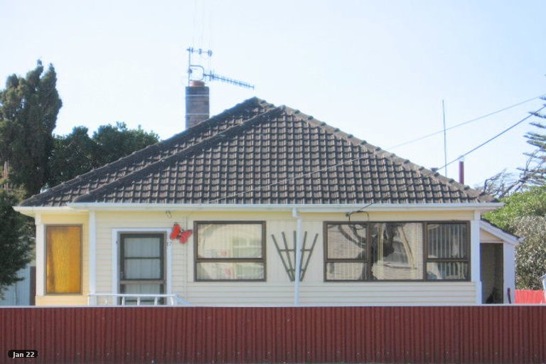 Photo of property in 17 Avenue Road, Foxton, 4814