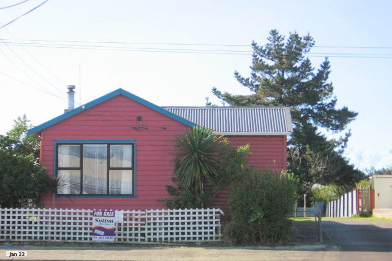 Photo of property in 5 Avenue Road, Foxton, 4814