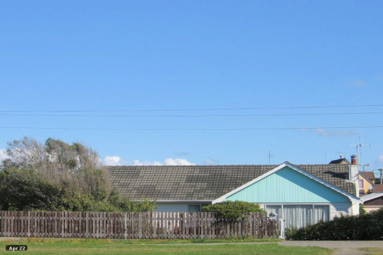 Photo of property in 20 Avenue Road, Foxton, 4814