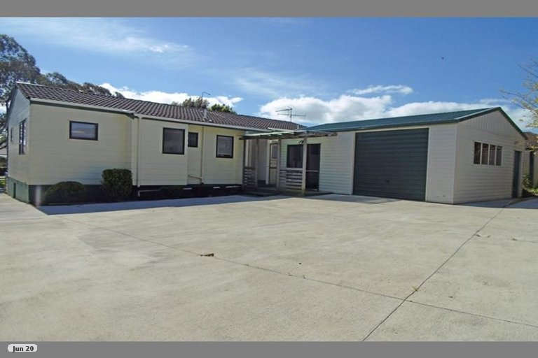 Property photo for 8 Tyndrum Place, Highland Park, Auckland, 2010