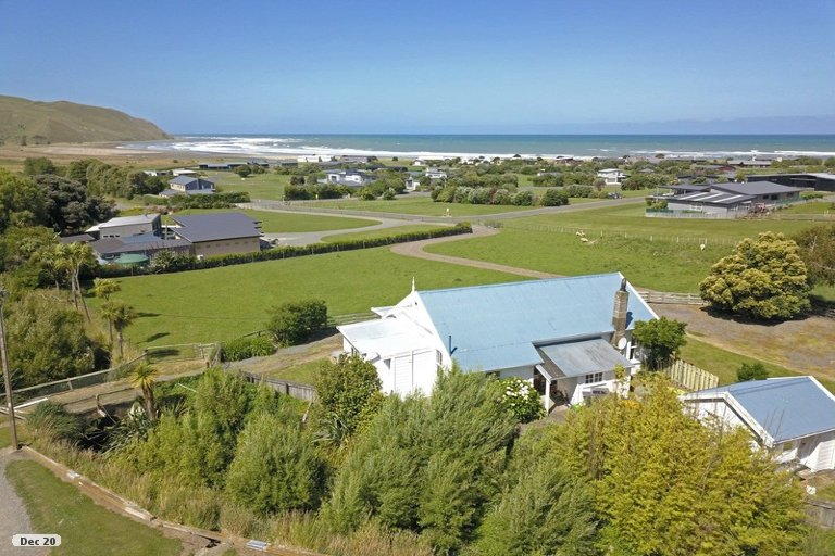 Photo of property in 8 Shoal Beach Road, Aramoana, Omakere, 4271