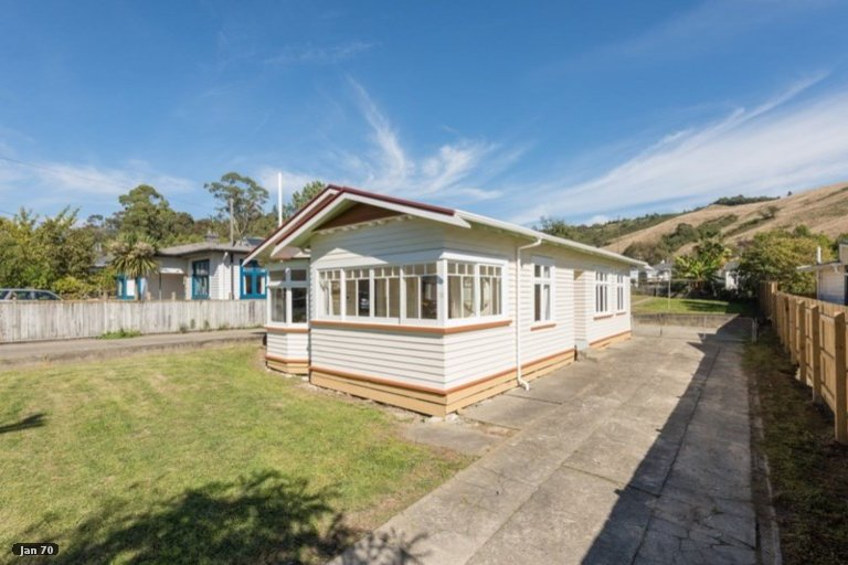 Photo of property in 16 Murphy Street, Toi Toi, Nelson, 7010