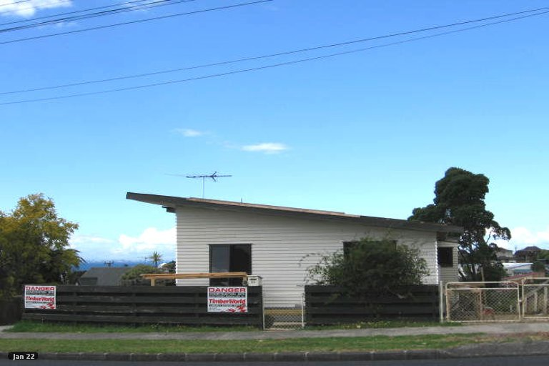 Photo of property in 1/39 Deep Creek Road, Waiake, Auckland, 0630