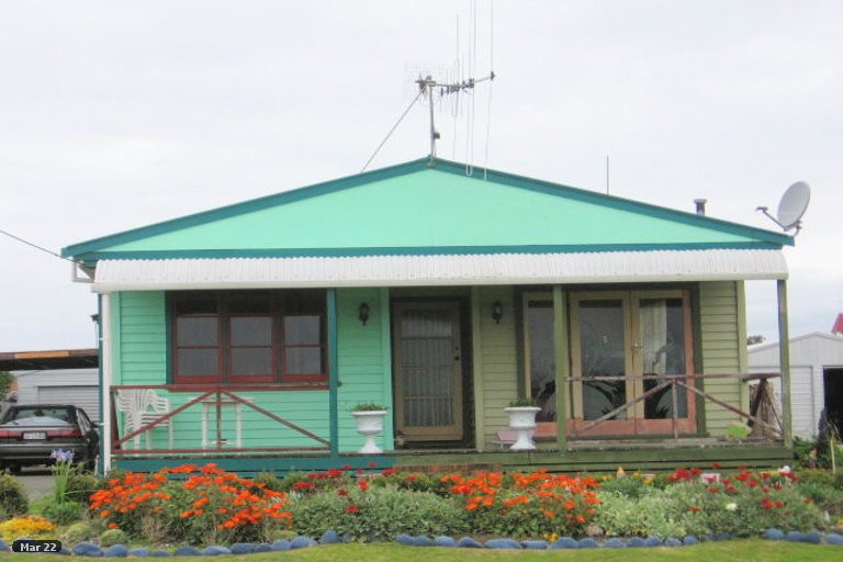 Photo of property in 14 Harbour Street, Foxton, 4814