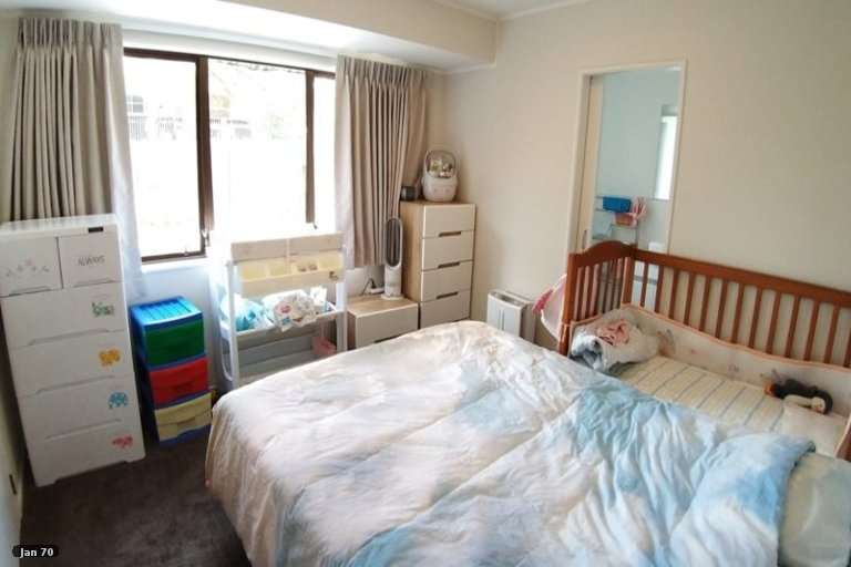 Property photo for 2/67 Aviemore Drive, Highland Park, Auckland, 2010