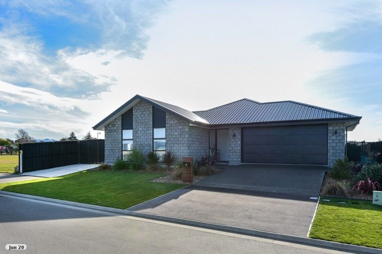 Photo of property in 3 Cedric Place, Darfield, 7510