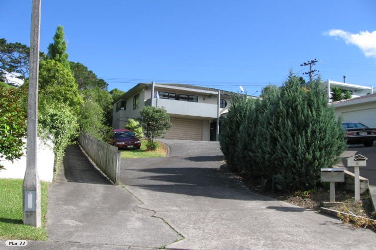 Photo of property in 2/7 Carl Place, Unsworth Heights, Auckland, 0632