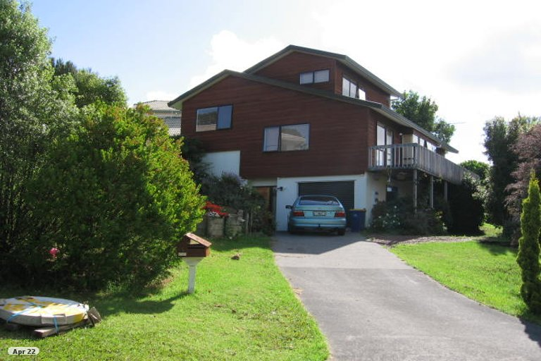 Photo of property in 3 Carl Place, Unsworth Heights, Auckland, 0632