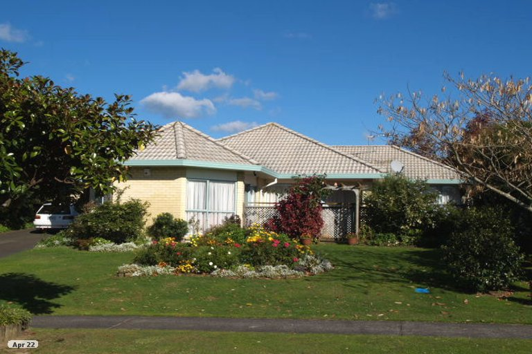 Property photo for 8 Frank Nobilo Drive, Golflands, Auckland, 2013