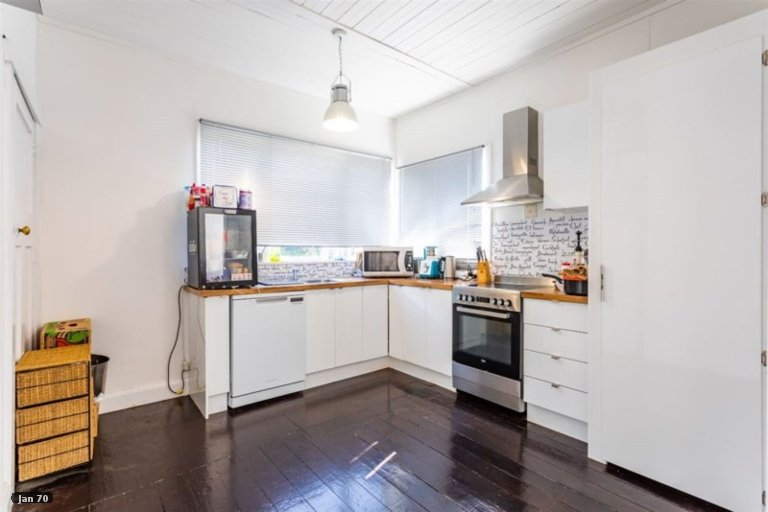 Photo of property in 52 Waimea Road, Nelson South, Nelson, 7010