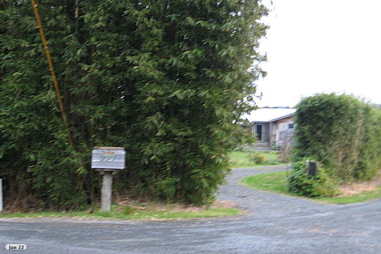 Photo of property in 227 Point Wells Road, Point Wells, 0986