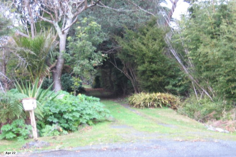 Photo of property in 60 Point Wells Road, Point Wells, 0986