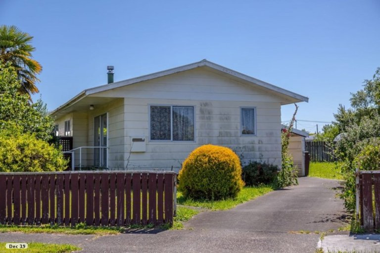 Photo of property in 6 Baillie Crescent, Carterton, 5713