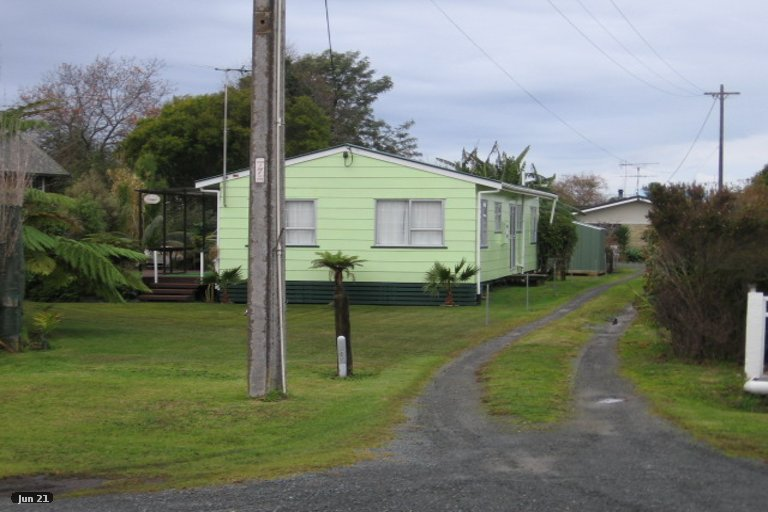 Photo of property in 22 Point Wells Road, Point Wells, 0986