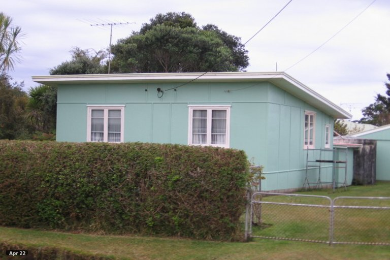 Photo of property in 4 Point Wells Road, Point Wells, 0986