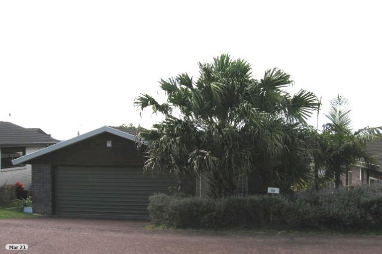 Photo of property in 1/6 Carl Place, Unsworth Heights, Auckland, 0632