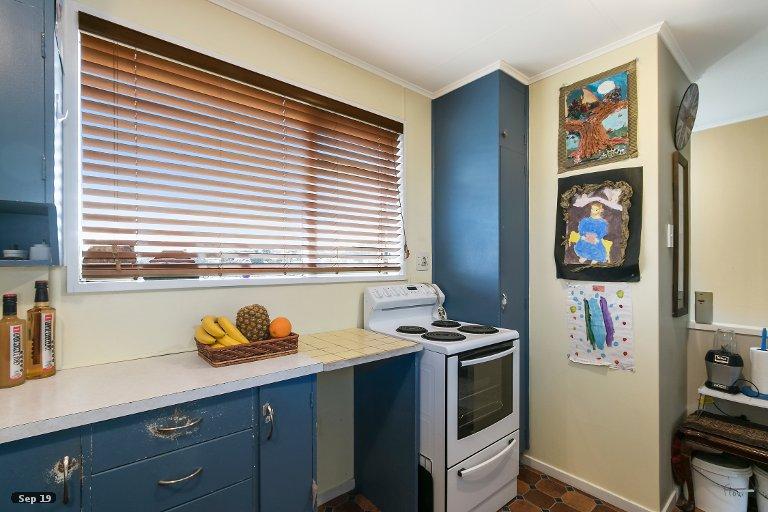 Photo of property in 31 Beaumaris Crescent, Ascot Park, Porirua, 5024