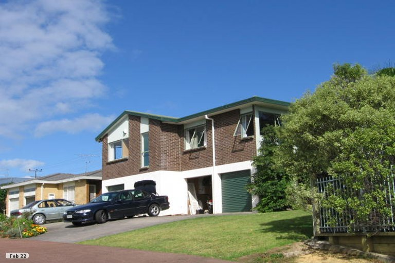 Photo of property in 14 Carl Place, Unsworth Heights, Auckland, 0632