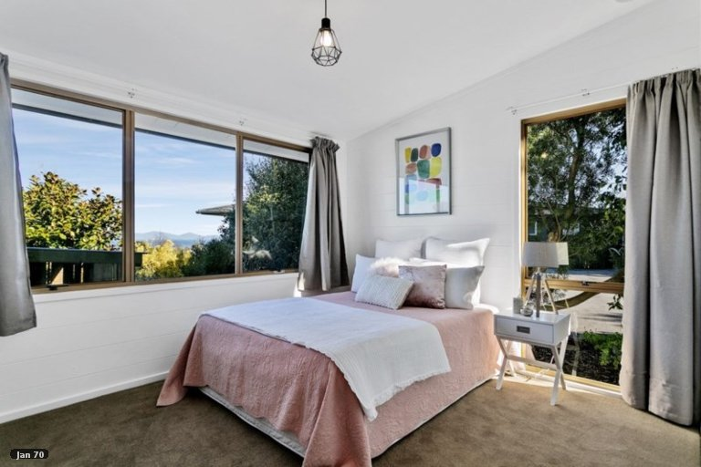 Photo of property in 70 Kurupae Road, Hilltop, Taupo, 3330
