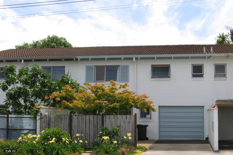 Photo of property in 17 Saxon Street, Waterview, Auckland, 1026