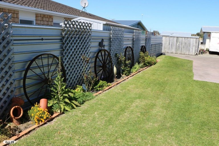 Photo of property in 16A Johnston Street, Foxton, 4814