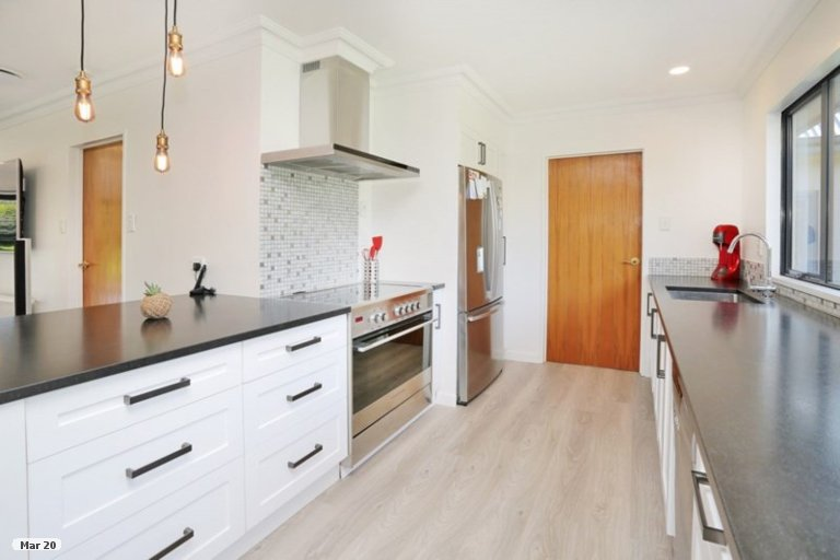 Photo of property in 34 Raeburn Avenue, Otatara, Invercargill, 9879