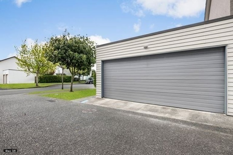 Property photo for 16 Windfola Parkway, Takanini, 2112