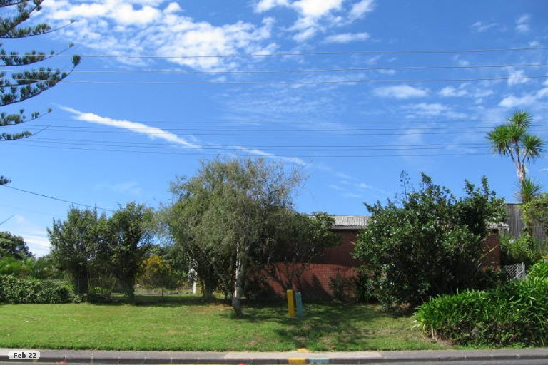 Photo of property in 919 Beach Road, Waiake, Auckland, 0630