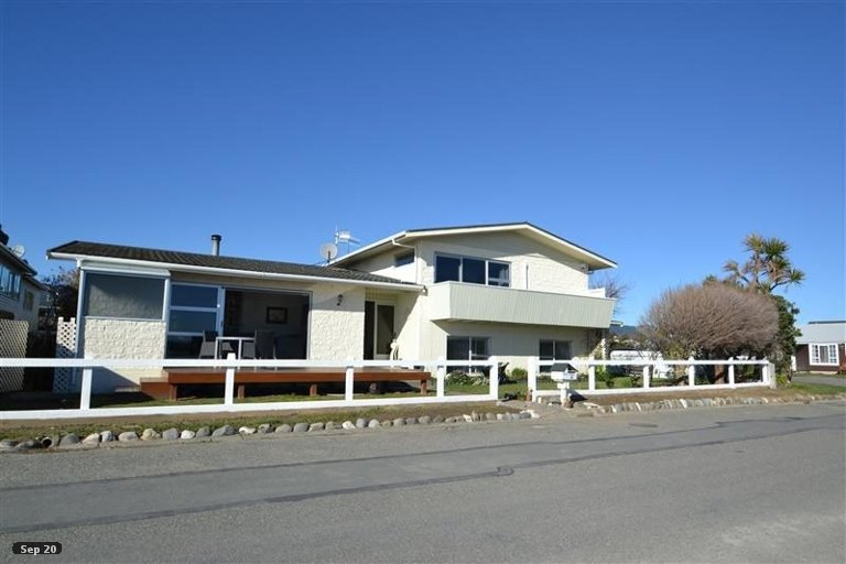 Photo of property in 69 Martin Street, Monaco, Nelson, 7011