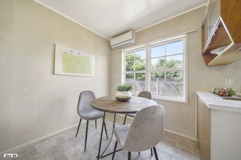 Property photo for 2/52 Galsworthy Place, Bucklands Beach, Auckland, 2014