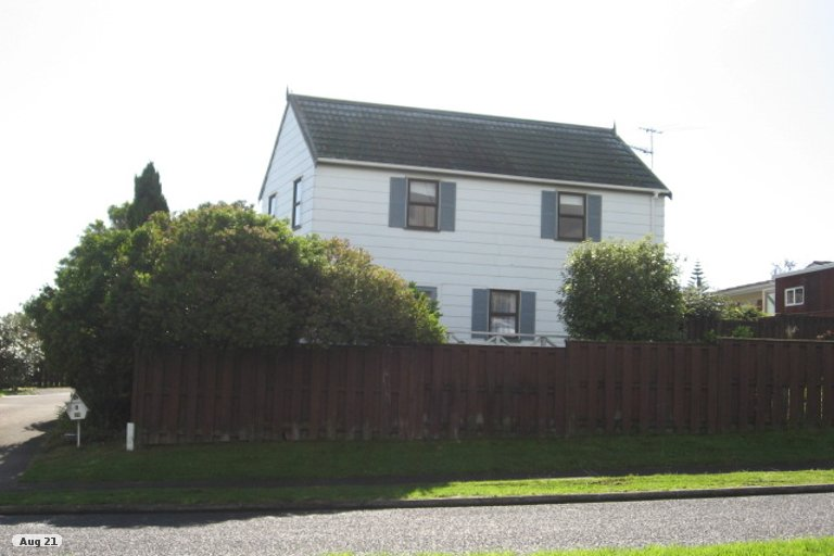 Photo of property in 1/22 Highland Park Drive, Highland Park, Auckland, 2010