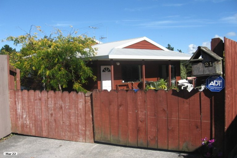 Property photo for 2/21 Lochend Place, Highland Park, Auckland, 2010