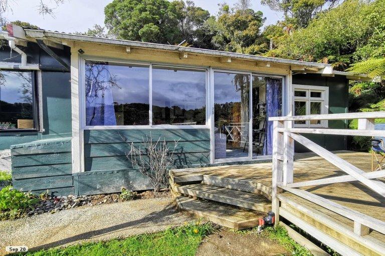Photo of property in 27 Golden Bay Road, Halfmoon Bay, Stewart Island, 9818