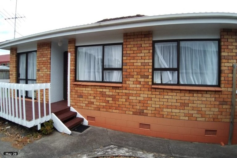 Photo of property in 2/36 Aviemore Drive, Highland Park, Auckland, 2010