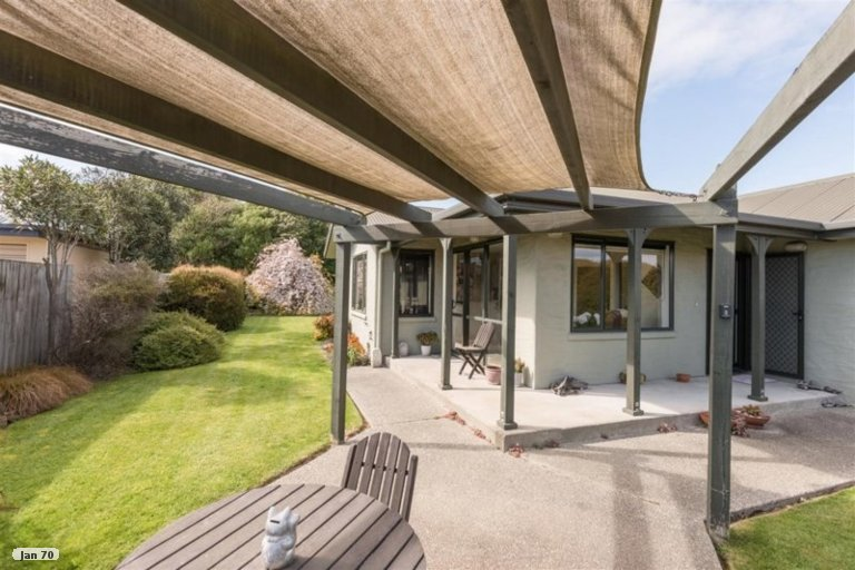 Photo of property in 32 Hoult Crescent, Monaco, Nelson, 7011