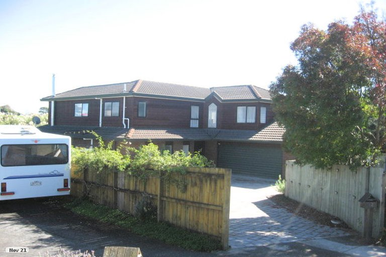 Photo of property in 12 Lochend Place, Highland Park, Auckland, 2010