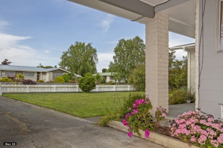 Photo of property in 6 Hornsby Street, Carterton, 5713