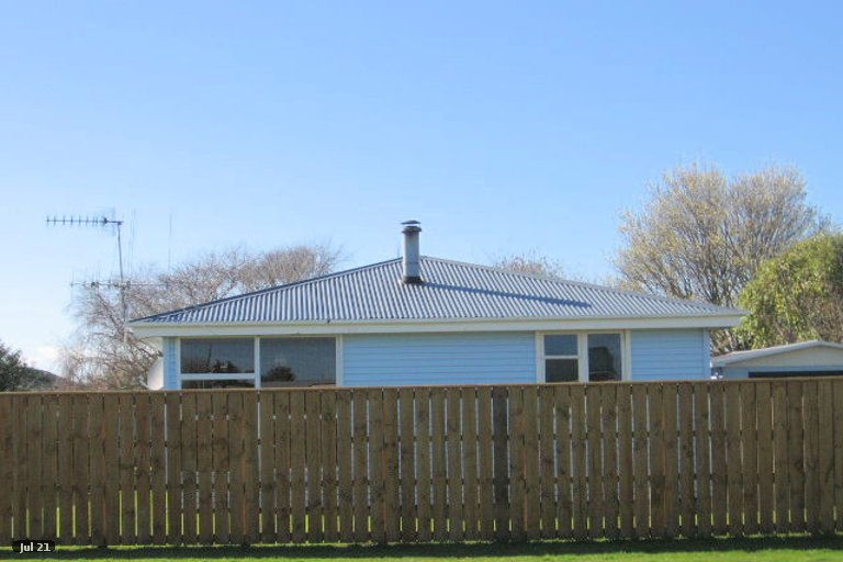 Photo of property in 14 Hillary Street, Foxton, 4814